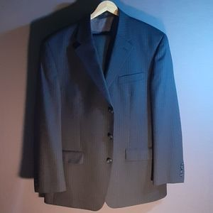 42R grey pinstripe 2pc wool suit Van Heusen